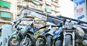 Απόσυρση εγκαταλελειμμένων μοτοσυκλετών στην Αθήνα