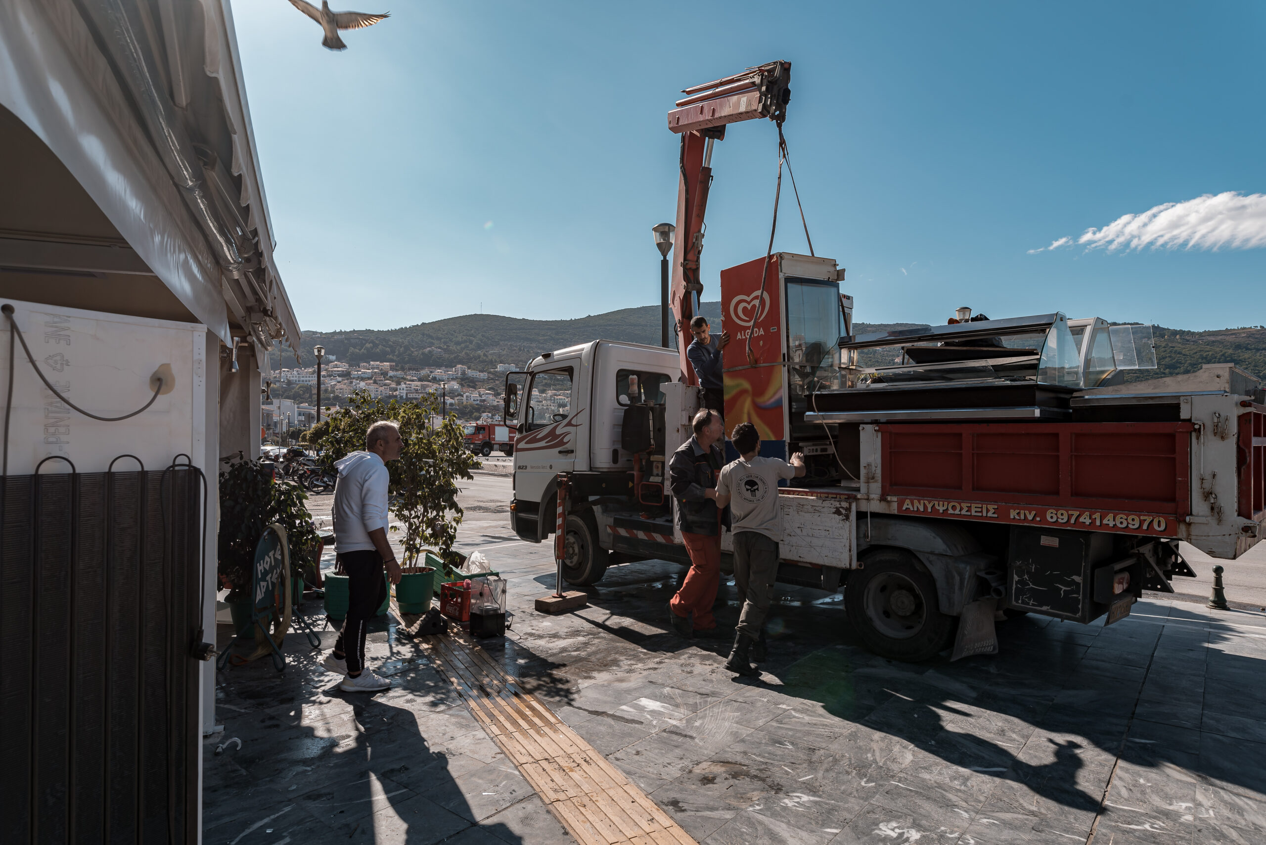 Τρίτη ημέρα του καταστροφικού σεισμού των 6,7 ρίχτερ στην Σάμο. Εικόνες καταστροφής από το Βαθύ, Κυριακή 1 Νοεμβρίου 2020.(EUROKINISSI/ΜΑΝΩΛΗΣ ΘΡΑΒΑΛΟΣ)