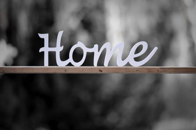 μένουμε σπίτι