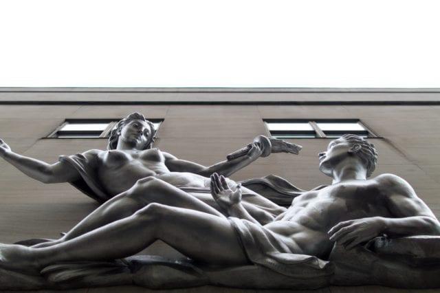 Γυμνά αγάλματα στη σύγχρονη Νέα Υόρκη