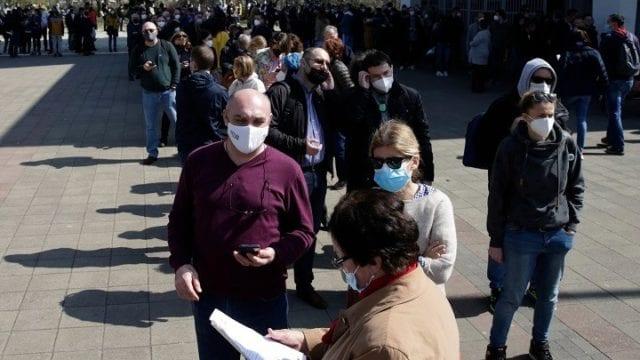 Ουρά για εμβολιασμό στη Σερβία ΑΠΕ ΜΠΕ
