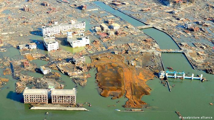 epa picture alliance 2 μερες μετά την καταστροφη στο κατεστραμένο Kammiishi της Iwate