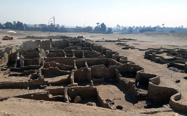 ZAHI HAWASS CENTER FOR EGYPTOLOGY 2