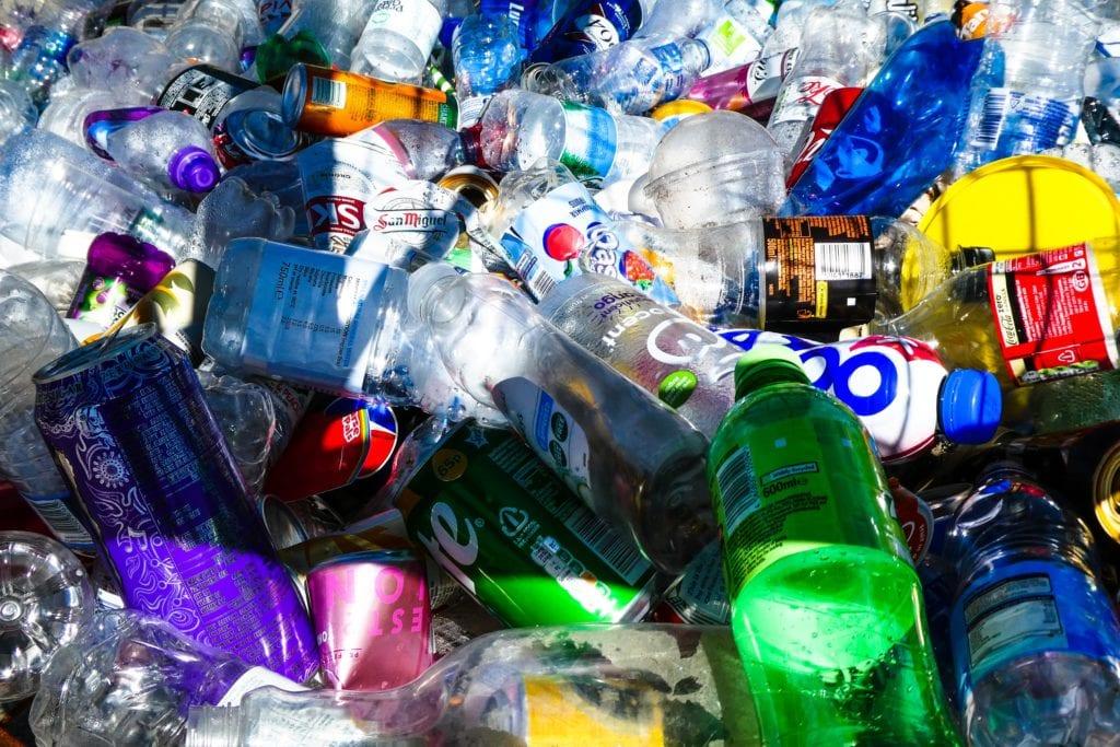 Πλαστικές συσκευασίες που έχουν απορριφθεί