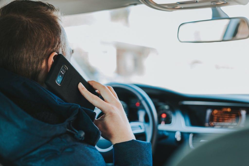Χρήση τηλεφώνου κατά την οδήγηση