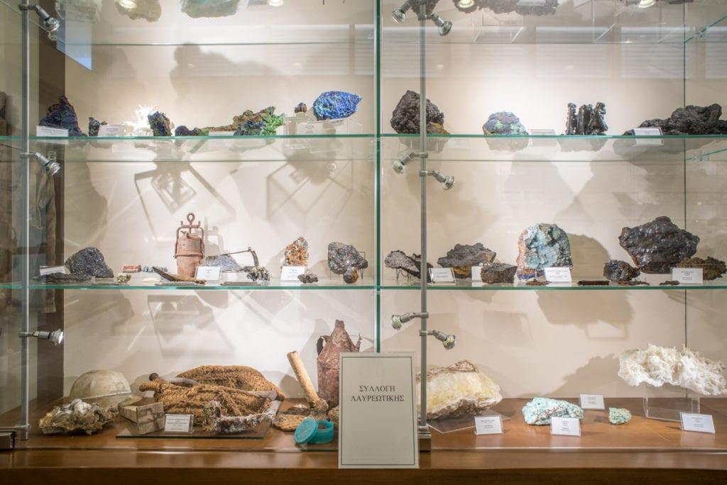Εκθέματα από τις περιοχές Σερίφου και Χαλκιδικής του Μουσείου Ορυκτών και Πετρωμάτων της ΕΑΓΜΕ.