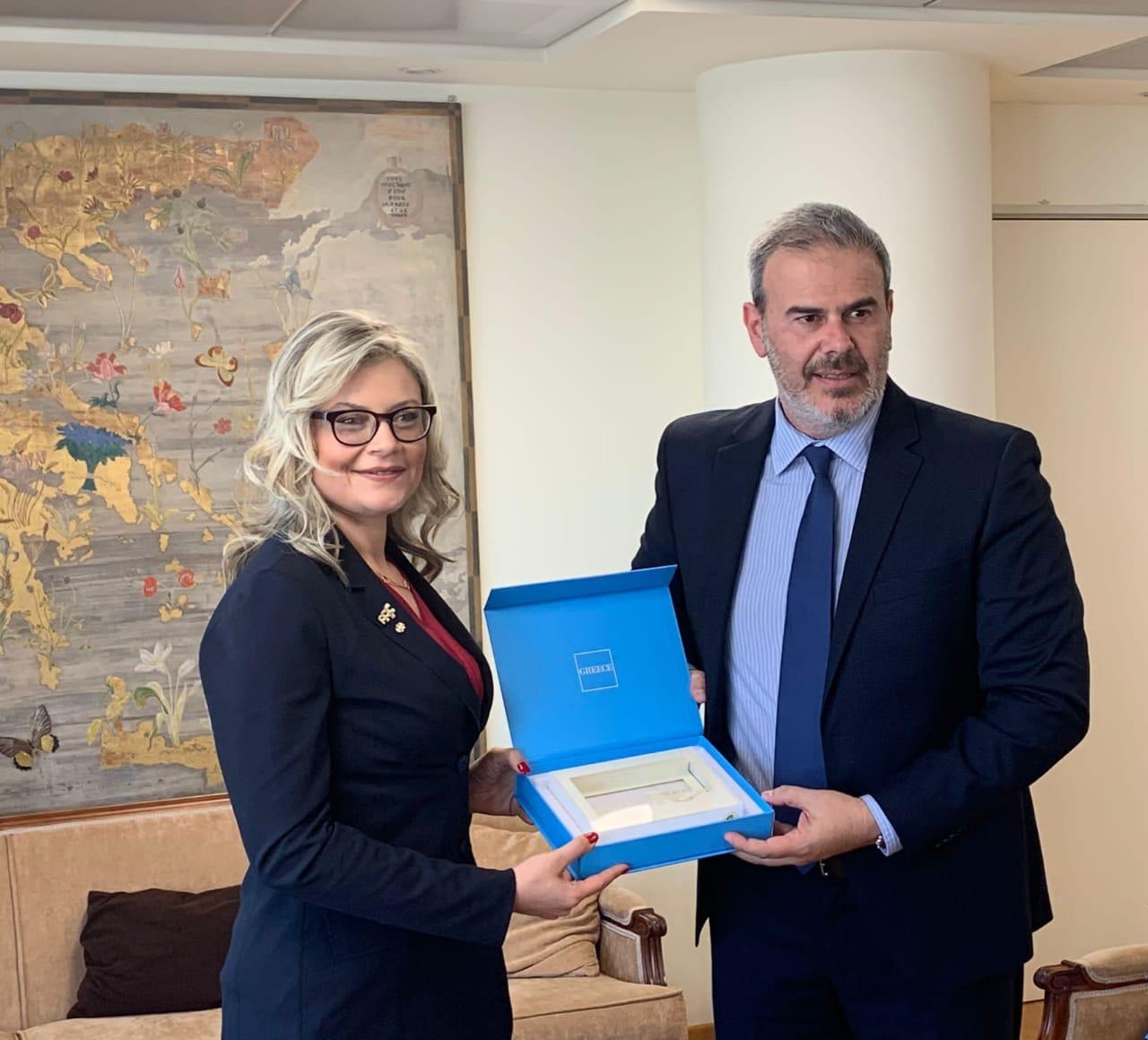 Πρόεδρος FIAVET Ivana Jelinic & Γ.Γ. ΕΟΤ Δημ. Φραγκάκης (2)