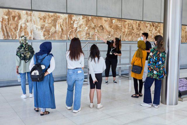Στιγμιότυπο από πρόγραμμα 'Ένα μουσείο ανοιχτό σε όλους' © Μουσείο Ακρόπολης. Φωτογραφία Γιώργος Βιτσαρόπουλος [2]