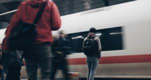 τρένο - κόσμος - σταθμός