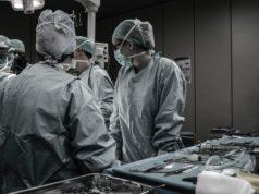 εγχείρηση - νεφρό - γιατροί- χοίρο