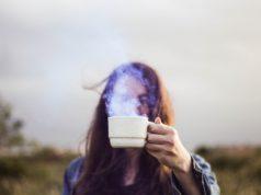 κοπέλα - τσάι - καφές - ρόφημα